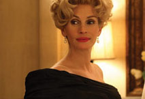 "Julia Roberts in ""Charlie Wilson's War"""